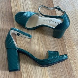 green chinese laundry pumps